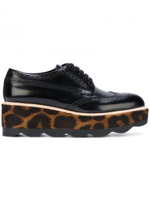 Броги с леопардовым принтом Prada. Цвет: чёрный