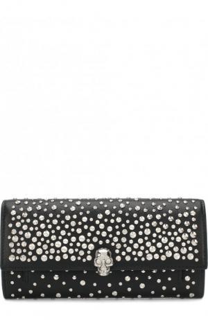 Кожаное портмоне с металлическими заклепками на цепочке Alexander McQueen. Цвет: черный