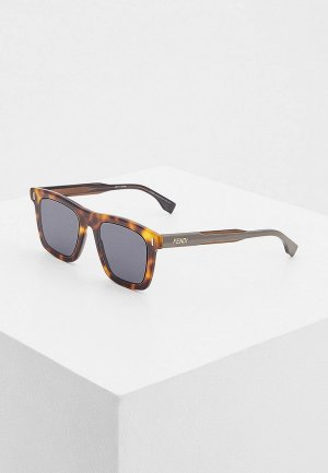 Очки солнцезащитные Fendi. Цвет: коричневый