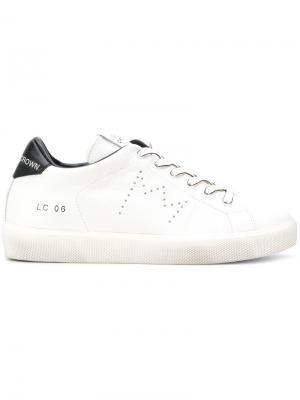 Кроссовки с контрастной стойкой на каблуке Leather Crown. Цвет: белый