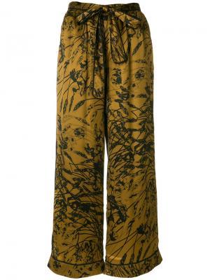 Широкие брюки с цветочным узором Gold Hawk. Цвет: чёрный