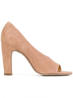 Туфли-лодочки с открытым носком и принтом Officine Creative. Цвет: коричневый