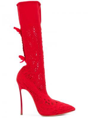 Сапоги с заостренным носком Casadei. Цвет: красный