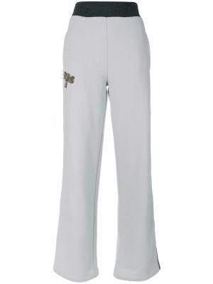 Спортивные брюки с украшением из бусин Jo No Fui. Цвет: серый